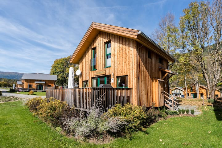 Detached wooden chalet with wellness at the bottom of the Kreischberg