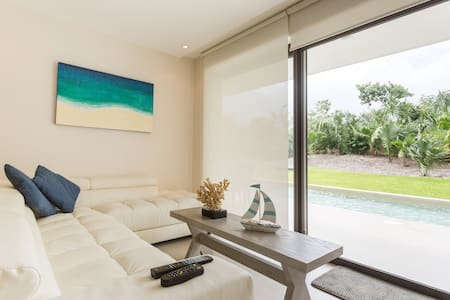 Fabulous & Exclusive Condo with  Beach & Golf Club