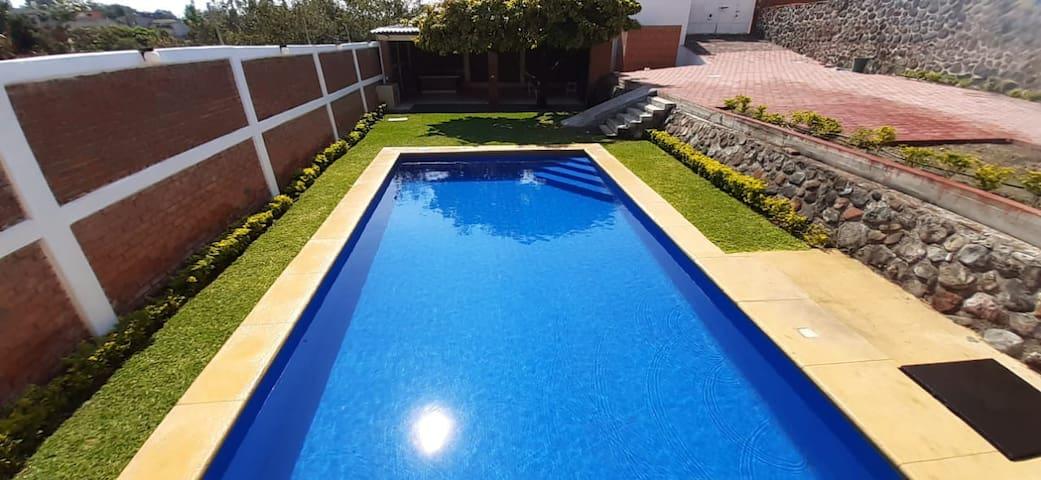 Jardín de eventos con piscina, para uso de 10 hrs
