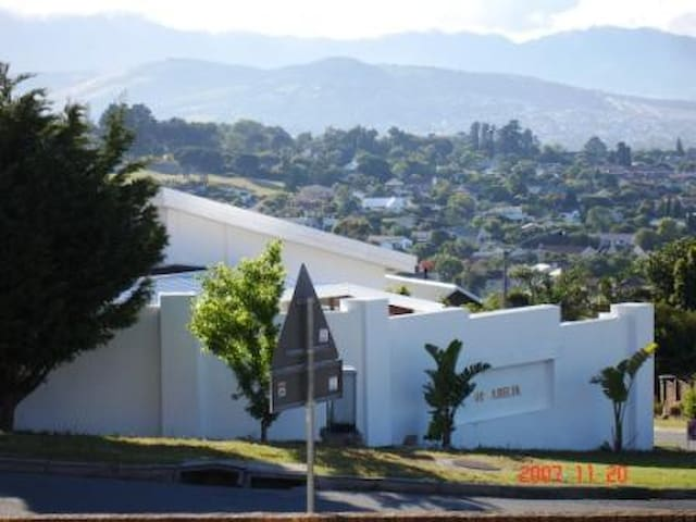 Spacious holiday house with stunning views s west houses for rent in cape town western cape south africa