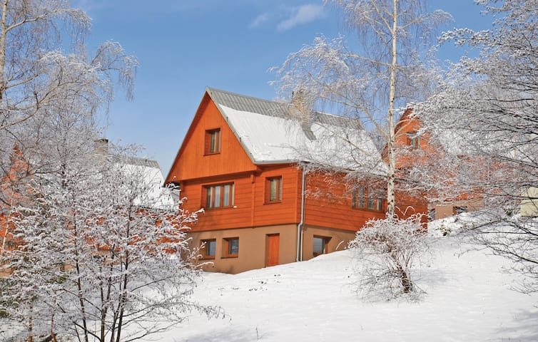 Holiday cottage with 3 bedrooms on 73 m² TMB424