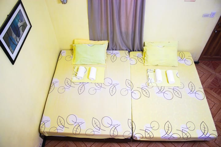 Queen Size Bed and Large Pool near to Alona -RM 2