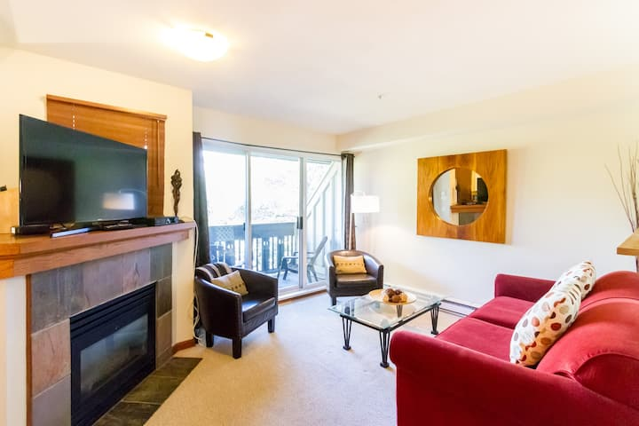 Central 2 BD with Private Hot Tub