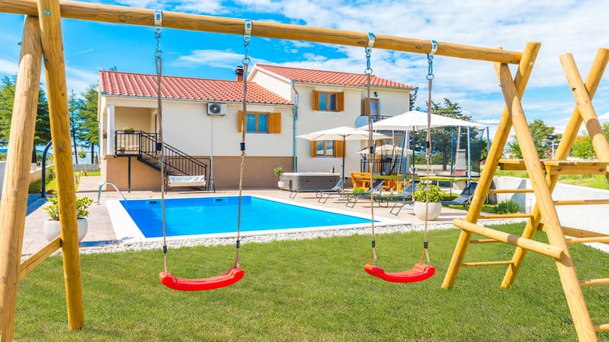 New! Holiday Home Tina with pool