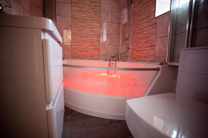 Empire Blackpool Apartments- Jacuzzi