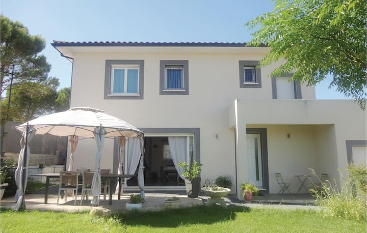 Nice home in Abeilhan with Outdoor swimming pool, WiFi and Outdoor swimming pool
