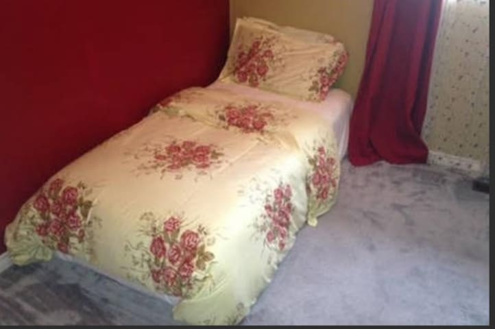 Furnished, private room, female only