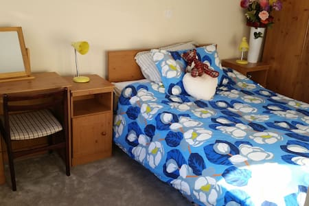 Private bedroom, en suite , quiet neighborhood - Ennis
