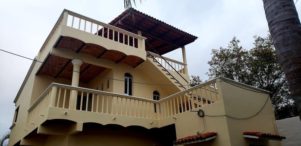 Casa Nahui, Lo De Marcos.