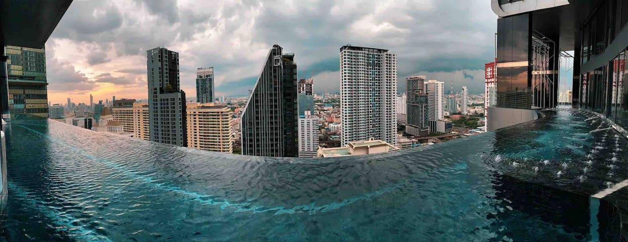 曼谷暹罗地区.靠近四面佛.centelworld .360围绕泳池