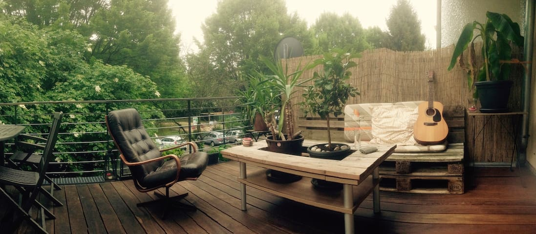 Helle Wohnung in Köln mit Holzterrasse - Köln - Lägenhet