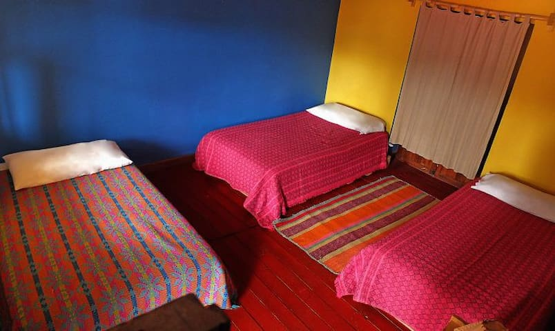 Cute Private room W 3beds in the heart of urubamba
