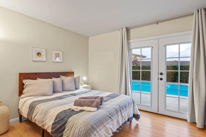 Bright + Modern Private Room w Pool! 10min Disney