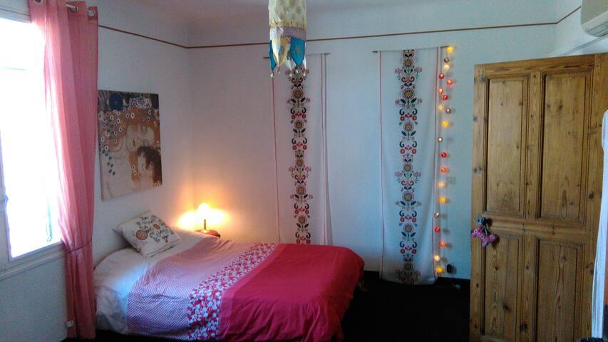 Nice room near Dentelles de Montirail