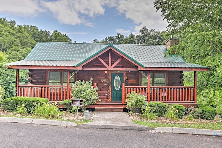 NEW! Smoky Mountain Cabin w/ Game Room & Hot Tub!