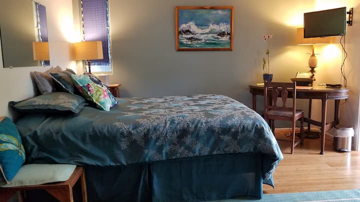 Cozy Bedroom Adventurers' Hideaway.Big Island