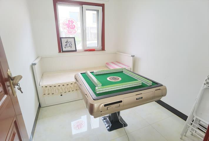 卧室兼棋牌室
