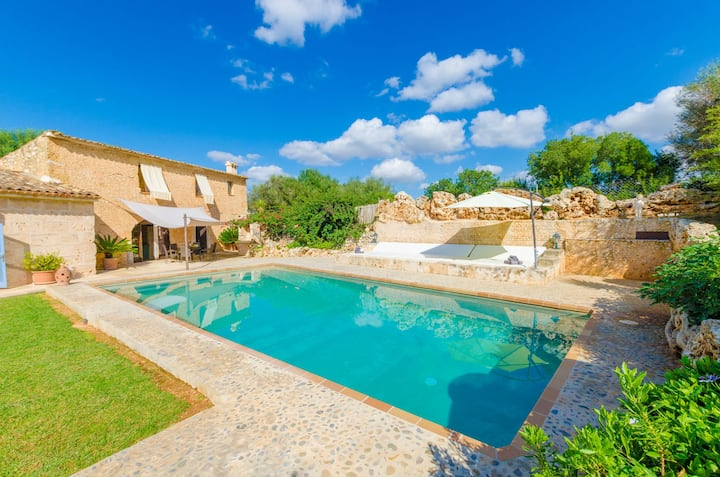 SON COSTA - Villa with private pool in Sineu.