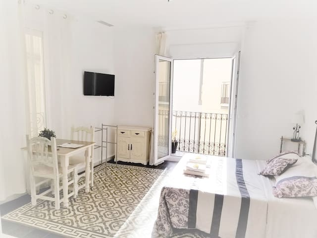 ALICANTE LOVELY APARTMENT  AND SUNNY BALCONY 4