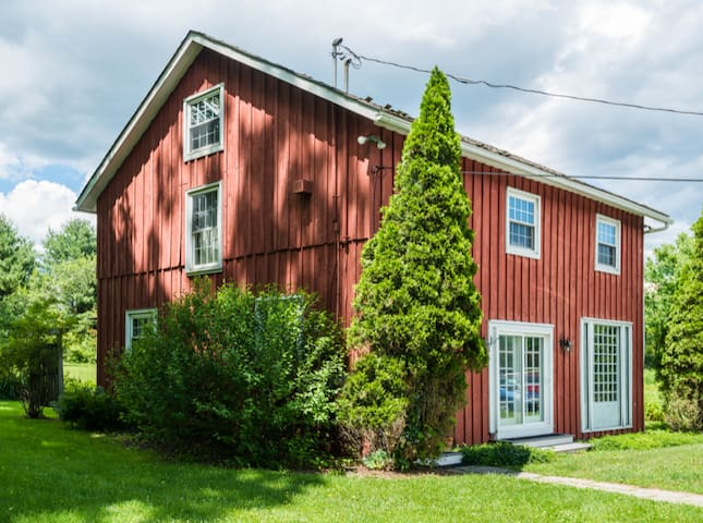 Charming Carriage House - Entire Home