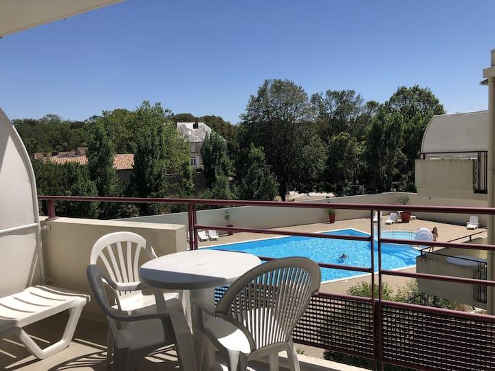 Studio vue piscine, balcon