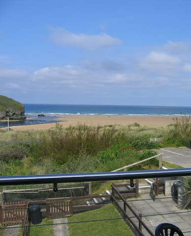 Chi an Mor, overlooking the sea at Mawgan Porth