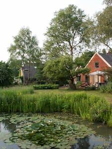 Fijn, gezellig huis in de natuur - Grolloo
