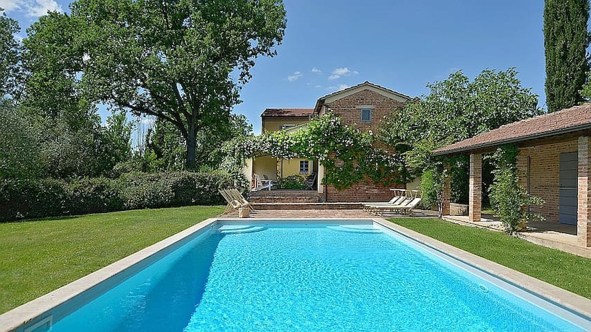 GORGEOUS Luxury Country House on 250 Acre Vineyard