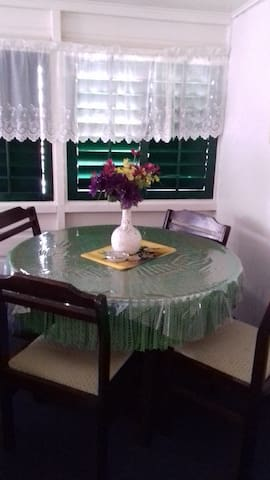 4 persoons eettafel/ 4 person dining table