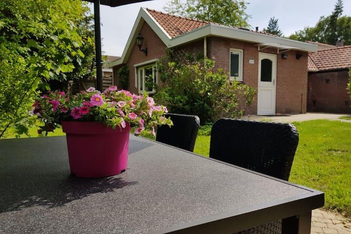 Charmante maison de vacances avec jardin à Garderen