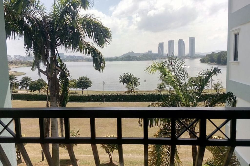 Peaceful and inspiring lake side views