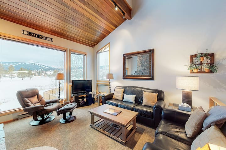 Dog-friendly condo on the Big Sky golf course, shared pool/hot tub
