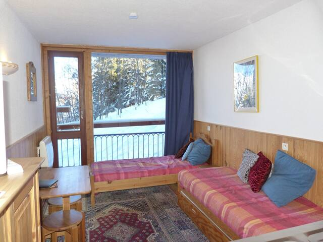 Studio for 2 persons in Arc 1800 close to the slopes and the shops in les Villards area