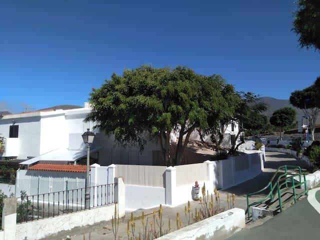 Casa familiar y accesible entre playa y montaña.