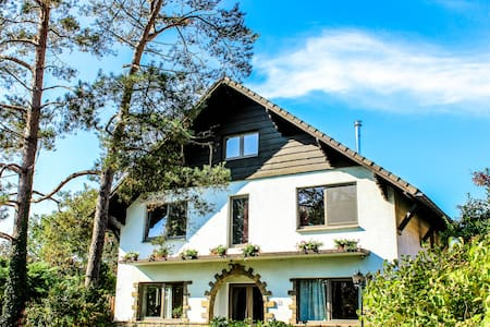 B&B Villa Kakelbont Borgloon - Bed & Breakfast