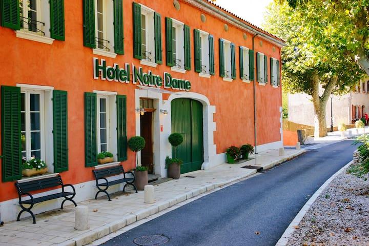 Hôtel Notre Dame *** - Michelin Guide Classified
