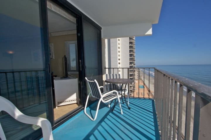 Big Oceanfront 3BR Corner, Family Rates, Book 2017 Now! - Garden City