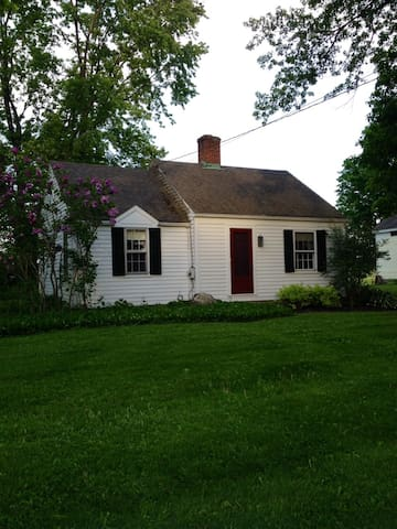 Cozy Cottage in NW corner of CT - Salisbury - Huis