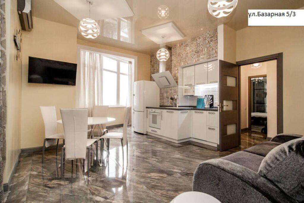 Студия-кухня,совмещена с балконом
