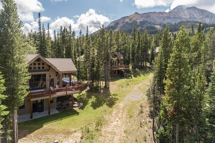 Relaxing Mountain Home with easy Ski Access and Private Hot Tub