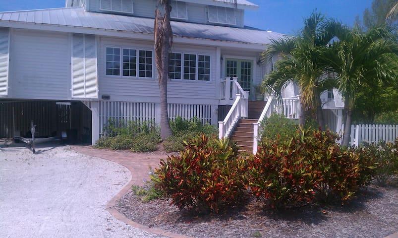 Sunny Island Get-away! - Boca Grande - บ้าน