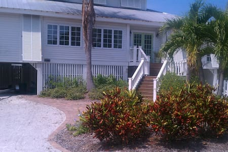 Sunny Island Get-away! - Boca Grande - Дом