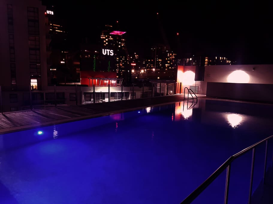 Pool os open up to 22h..