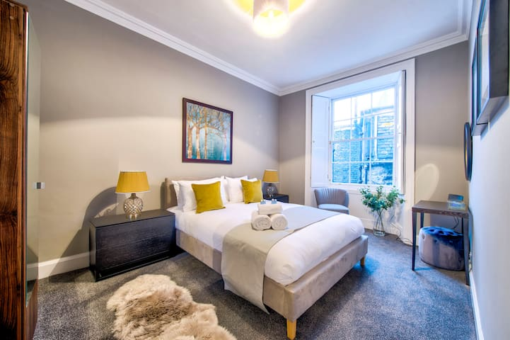 Stunning Georgian New Town Apartment