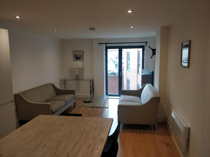 Luxury 2 Bed 2 Bath Apartment & Parking in Leeds