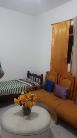 Espaço na sala p uma pessoa em apto em Santos