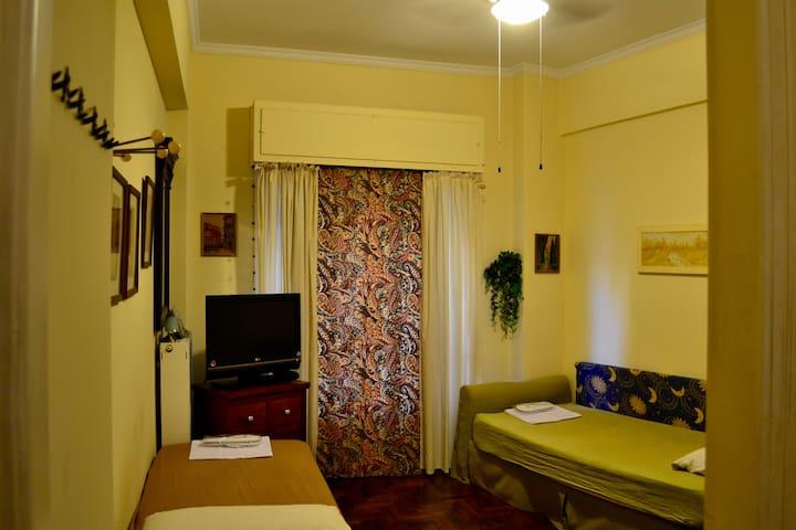 Retro apartment near metro and city center - Athina - Huoneisto