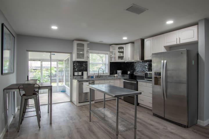 Modern Luxurious Home Near USF, Busch Gardens