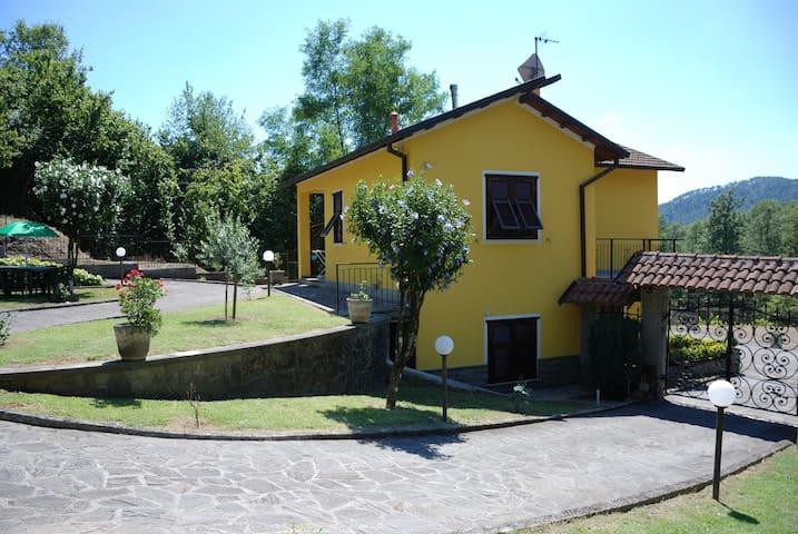 """Casa vacanze """"IL VIGNETO""""..20 km from Cinque Terre - Sesta Godano - Hus"""