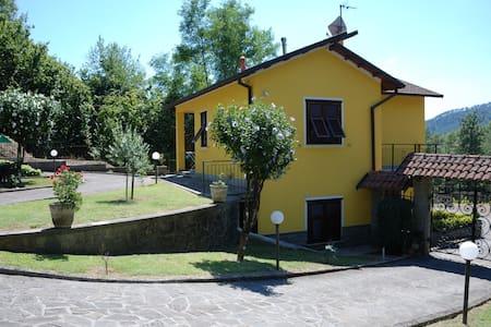 """Casa vacanze """"IL VIGNETO""""..20 km from Cinque Terre - Sesta Godano - 独立屋"""